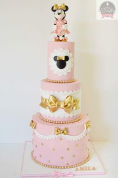 """Remember watching """"A Mickey Mouse Cartoon"""" and wishing your were Minnie Mouse for at least a day? You won't regret a Minnie Mouse quinceanera theme! Bolo Do Mickey Mouse, Mickey And Minnie Cake, Minnie Mouse Theme Party, Bolo Minnie, Minnie Mouse First Birthday, Mickey Cakes, Minnie Mouse Pink, 2nd Birthday, Birthday Ideas"""