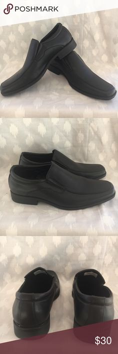 Perry Ellis Black Loafer Style Dress Shoes Sz 12 Perry Ellis Portfolio shoes • Kent style • Loafer type dress business wear shoes • Black color • EUC-she photos for exact condition, a few very small scuffs • Men's Size 12 M Perry Ellis Shoes Loafers & Slip-Ons