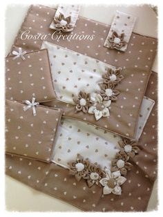 Diy Crafts - cover stove padded and washable cloth . decorate your kitchen with joy . possibility of color and different decorations . Cooker Hobs, Washing Machine Cover, Kitchen Gloves, Fabric Pictures, Gifts For Cooks, Special Gifts, Pot Holders, Diy And Crafts, Sewing Projects