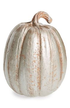 A glitter-dusted pumpkin lends a touch of sophistication to your autumn décor.