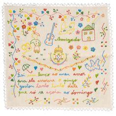 Lenço dos namorados. Retirado de: http://loja.avidaportuguesa.com/pt/catalogo/vidaportuguesa/roupa-de-casa/lenco-de-namorados-pequeno