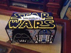 Lateral con Darth Vader y un R2D2 de la caja para pañuelos de temática Star Wars.