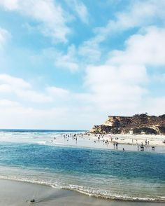 Caught up with a couple of college friends and saw a million cute pups on this beach today and still cant believe that this is the backdrop for a standard Saturday now  // #sandiego