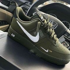 nike sneakers brand new Dr Shoes, Cute Nike Shoes, Swag Shoes, Black Nike Shoes, Cute Nikes, Cute Sneakers, Hype Shoes, Sneakers Nike, Nike Free Shoes