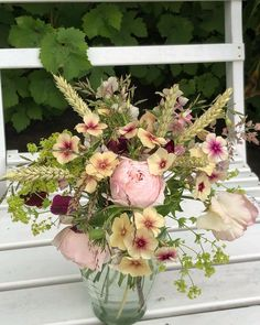 """42 gilla-markeringar, 12 kommentarer - Gro-Fjällbacka (@grofjallbacka) på Instagram: """"Veckans fredagsbukett direkt ifrån trädgårdslandet 💚. #ros #dahlia #sommarflox #vete #luktärt"""" Floral Wreath, Wreaths, Flowers, Instagram, Home Decor, Floral Crown, Decoration Home, Door Wreaths, Room Decor"""