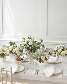 pretty geraniums + strawberry on vines for a sweet summer centerpiece #wedding #summerwedding