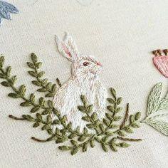 Coelho miniatura em ponto matiz✨ {rabbit made with long and short stitch ✨} #clubedobordado