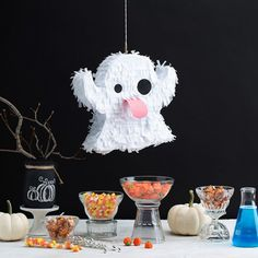 Dont let your Halloween party turn into a snore fest this year and inject some Dont let your Halloween party turn into a snore fest this year and inject some fun into it with your very own handmade ghost piñata! Source by funlovingfamilies Halloween Carnival Games, Diy Halloween Gifts, Halloween Emoji, Diy Halloween Home Decor, Halloween Decorations For Kids, Halloween Birthday, Halloween Ghosts, Diy Halloween Costumes, Cute Halloween