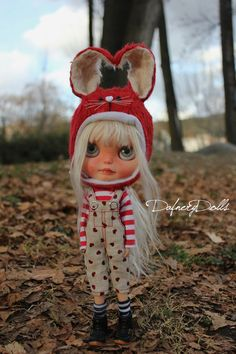 This is special outfit specially made for Neo Blythe doll . Set is composed by:  *Bunny hat, the outside is made with soft red mohair and the inside is