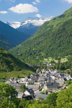 Oo village n valley near Bagneres-de-Luchon, Haute-Garonne, Midi-Pyrenees_ France
