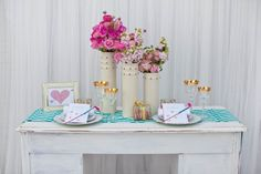 Love the modern & bright wedding tablescape!