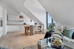 (5) FINN – ADAMSTUEN - Unik 2-roms loftsleilighet. 15 m² solrik takterrasse med panoramautsikt! Peis. Tilbaketrukket, stille og rolig.