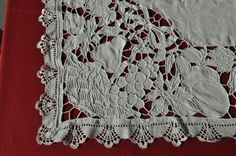 Detalhe bordado e rendas de Bilros   (bobbin lace)
