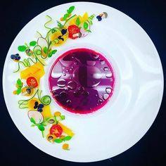 """2,395 """"Μου αρέσει!"""", 18 σχόλια - Foodartchefs (@foodartchefs) στο Instagram: """"#TBT By @apoluca_92 """"Beet Gazpacho • cucumber • pumpkin"""" . #foodartchefs #gastroart #cook #yummy…"""" Gazpacho, Food Presentation, Beets, Cucumber, Food Porn, Pumpkin, Plates, Tableware, Instagram"""