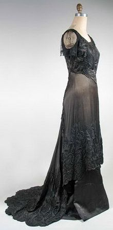 1909 embroidered silk dress by Madame Glover - Courtesy of pastperfectvintage.com