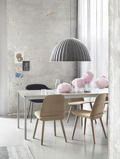 Create the perfect base for a modern dining area. Muuto Base table is simple and elegant way to give your dining area a nordic twist. Dining Area, Dining Chairs, Dining Table, Wooden Chairs, Filigranes Design, Modern Design, Design Shop, Lamp Design, Berlin Design