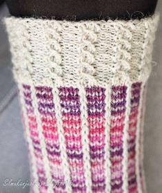 """Tällä kertaa sukkalangan väri valikoitui paletin violetilta puolelta. Jossain päin Internettiä olin törmännyt hauskaan """"kerrosrivinousu""""-mal... Love Knitting Patterns, Knitting Designs, Wool Socks, Knitting Socks, Crochet Chart, Knit Crochet, Yarn Crafts, Cross Stitching, Mittens"""