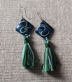 Water stream earrings. Enameled copper earrings by MergruenDesigns