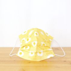 TEMARIYA offers hand-made masks that are made with soft, skin-friendly double cotton gauze.The three-dimensional mask with pleats fits your face well,...