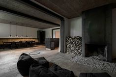 destilat Design Studio designed a stunning modern lounge in the former workshop of a historical Alpine chalet in Tyrol, Austria. Chalet Design, Lounge Design, Bauhaus, Agi Architects, Old Wooden Chairs, Monochrome Interior, Journal Du Design, Interior Architecture, Interior Design