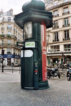 pay toilet in Paris