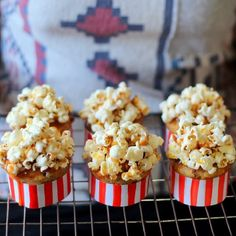 Muffins with bacon, salt caramel souce and popcorn (in Polish with translator)