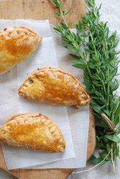 Empanadas, Tapas, Baked Potato, Hamburger, Potatoes, Bread, Snacks, Baking, Ethnic Recipes