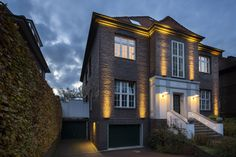 #tetralineare illumina la facciata della villa ad #amburgo