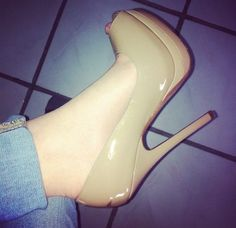 Image about fashion in SHOES by büşra nur on We Heart It Cute Heels, Sexy Heels, Pumps Heels, Stiletto Heels, Casual Heels Outfit, Heels Outfits, Fall Heels, Lovely Perfume, Colorful Heels