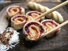 Peanut Butter Jelly Sushi made by King's Hawaiian. Lunch Snacks, Easy Snacks, Lunches, Lunch Box, I Love Food, Good Food, Yummy Food, Fun Food, Kisses Recipe