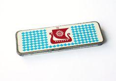vintage soviet pencil case...great colors & design!