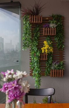 Si intr-un balcon se poate amenaja o mica gradina cu flori – 16 idei frumoase Si intr-un balcon se poate amenaja o mica gradina cu flori! De aceea propunem sa ne inspiram cu totii din aceste 16 idei frumoase http://ideipentrucasa.ro/si-intr-un-balcon-se-poate-amenaja-o-mica-gradina-cu-flori-16-idei-frumoase/
