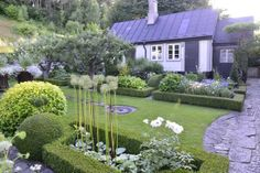 Fun and fabulous! Swedish garden. Claus Dalby, photographer.