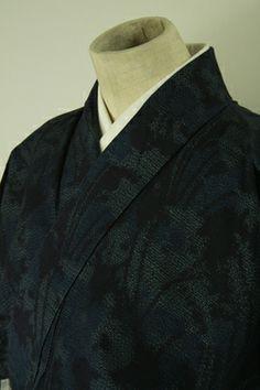 Navy, tsumugi komon / 藍色地抽象的な花柄紬小紋