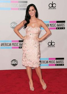 katy perry in badgley mischka @ 2010 AMAs. LOVE THIS DRESS!!