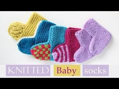 Video tutorial and written instructions for baby socks knitted flat on two straight needles. Easy to knit and customize to create different types of socks. Baby Booties Knitting Pattern, Crochet Baby Booties, Knitting Socks, Baby Knitting Patterns, Knitted Baby, Knitting Ideas, Free Knitting, Kids Socks, Baby Socks