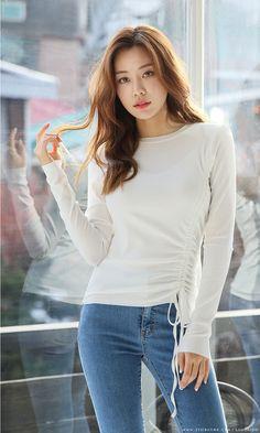 Pin on Sexy women jeans Beautiful Japanese Girl, Beautiful Asian Women, Asian Fashion, Girl Fashion, Fashion Outfits, Sexy Jeans, Sexy Asian Girls, Korean Women, Asian Woman