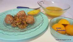 Hoy cocinamos sopa de verduras, albóndigas con guisantes y setas y melocotón en almíbar.