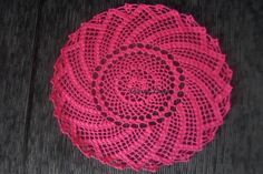 Sights +: Center table in crochet