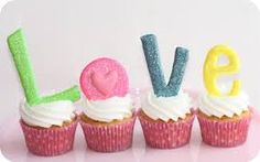 Royal Icing tips and cute cupcakes! Love letters on cupcakes. Love Cupcakes, Love Cake, Cupcake Cookies, Cupcake Toppers, Bling Cupcakes, Turtle Cupcakes, Decorate Cupcakes, Heart Cupcakes, Cupcake Frosting