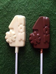 #GBHour our 'Number 1 Mom' chocolate lollipop is only £1,available http://sayitwithchocolates.com/mother.html