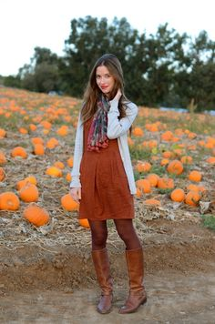 Love this girl's style. This is the perfect fall outfit. I hope to be doing a version of this myself soon.