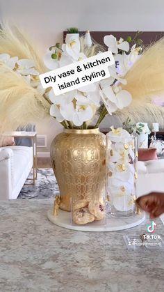 Kitchen Vignettes, China Dinnerware Sets, Home Altar, Ceramic Vase, Decor Crafts, Accent Decor, Decor Styles, Kitchen Island, Diy Projects