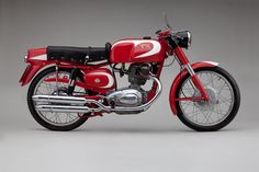 Moto Bellissima: Italian Motorcycles from the and Drainage Old School Motorcycles, Vintage Motorcycles, Custom Motorcycles, Cars And Motorcycles, Brat Bike, Cafe Racer Motorcycle, Harley Davidson Chopper, Moto Guzzi, Classic Bikes