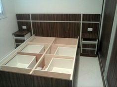 cama com gavetas criados e painel