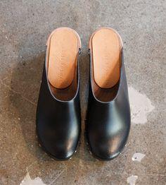 Alder & Co. — Black Clogs