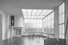 roomonfire-good-design:  The studio of the cubist painter Amédée Ozenfant occupies the upper half of a house designed for him by Le Corbusier in 1922, on the outskirts of Paris.