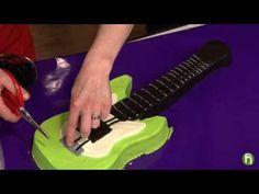 Como hacer un pastel con forma de guitarra electrica - YouTube