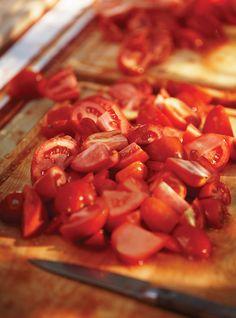 Sauce tomate avec tomates fraîches sans machine. Plus de recettes à base de tomate ici : www.enviedebienmanger.fr/recettes/tomate