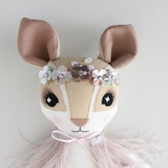 Made-to-Measure Hand Dip-Dye & Ostrich Feather Fenella Fawn Muñeca Diy, Handmade Stuffed Animals, Fabric Animals, Fabric Toys, Creation Couture, Felt Applique, Sewing Dolls, Ostrich Feathers, Felt Toys